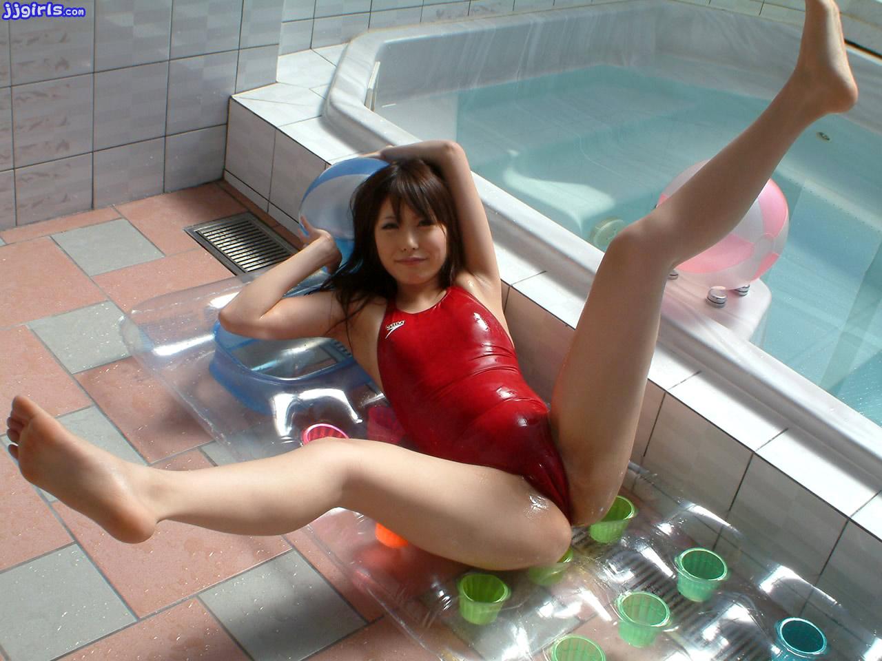 yaponskie-seks-kupalniki-mnogo-foto