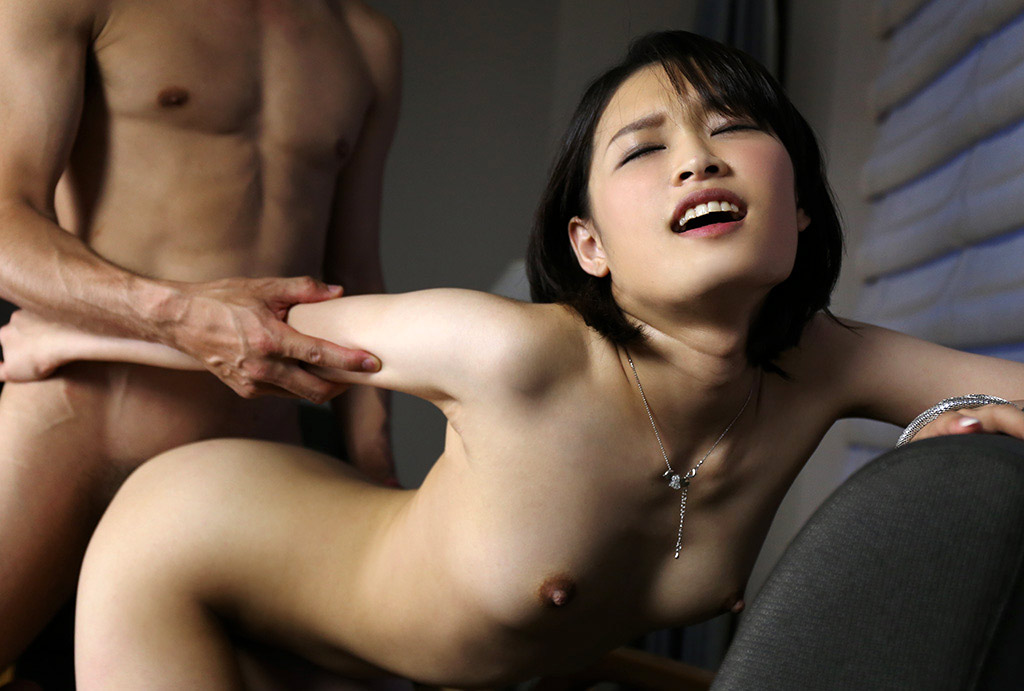seks-v-dushe-bolshie-grudi